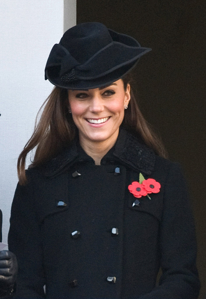 Kate Middleton looked gorgeous in classic black on Remembrance Sunday.