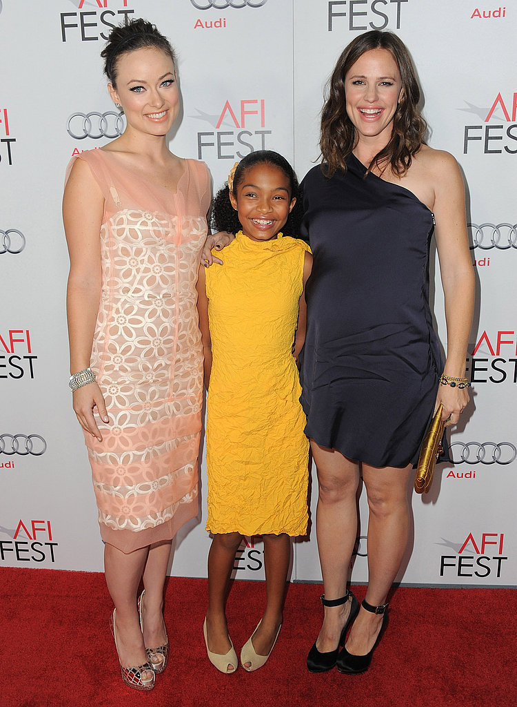Yara Shahidi was happy to be sandwiched between Jennifer Garner and Olivia Wilde!