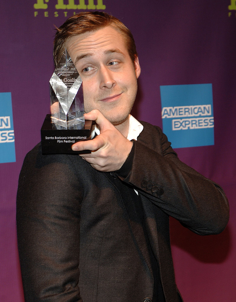 Ryan balanced his Independent Award on his shoulder at the 2008 Santa Barbara Film Festival.