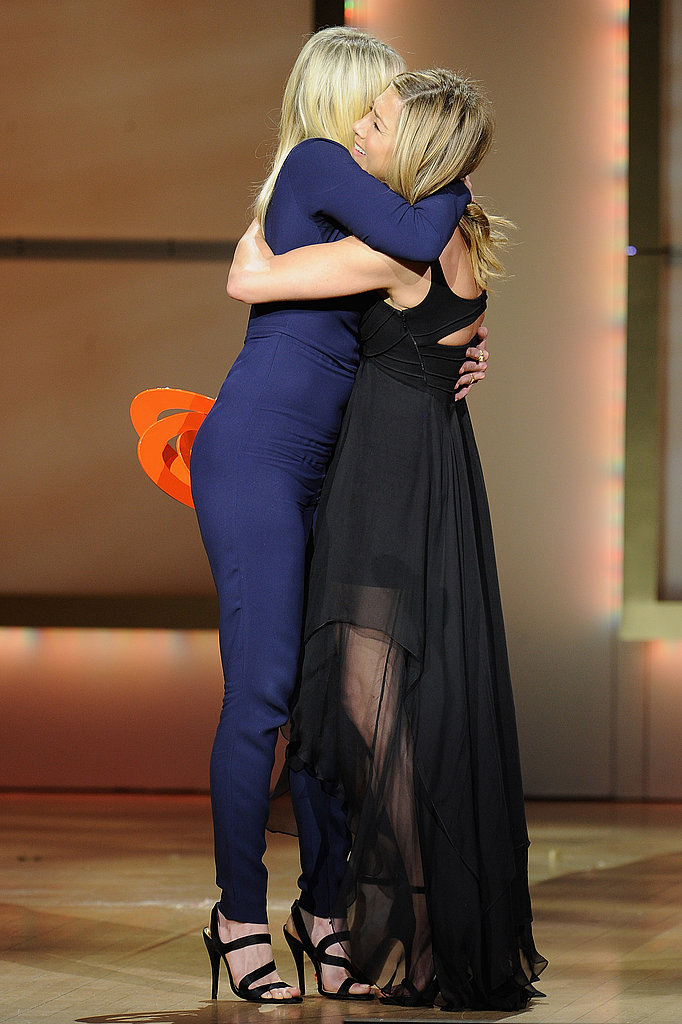 Chelsea Handler and Jennifer Aniston hugged at the 2011 Women of the Year Awards.