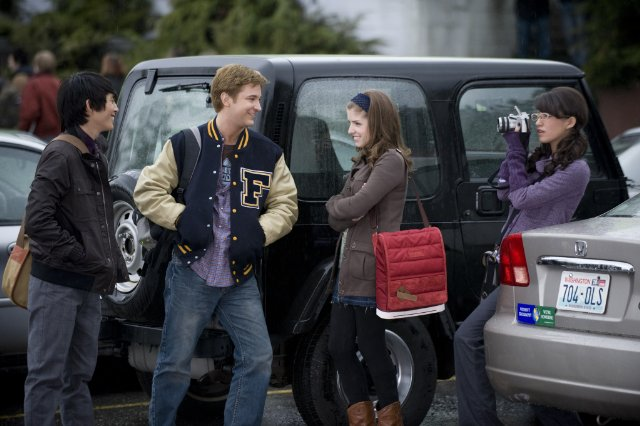 Twilight also has its share of human couples. Bella's classmate Jessica Stanley eventually snags her crush Mike Newton, who likes Bella first. And Ben Cheney and Angela Weber go strong throughout.