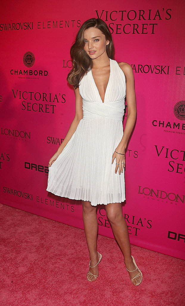 Miranda Kerr had a Marilyn Monroe moment on the pink carpet.