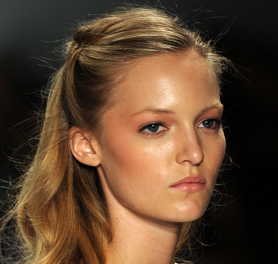 Countdown to Summer: 5 Hairstyles to Wear When It's Warm!