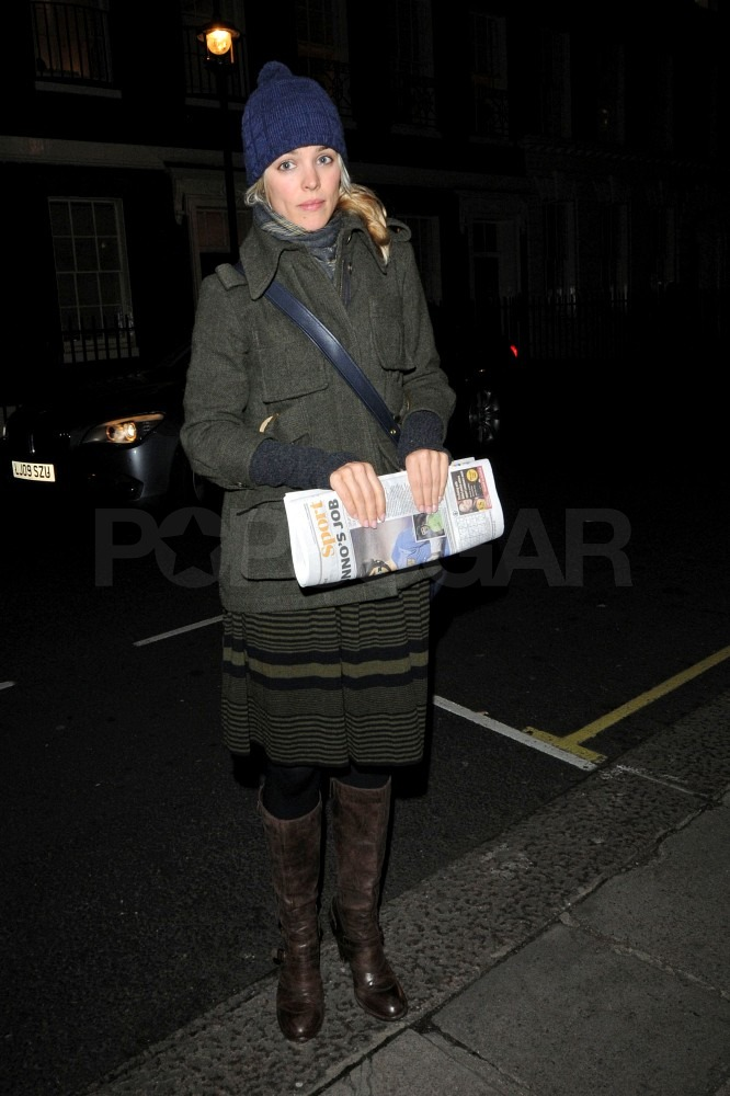 Rachel McAdams held onto the sports page leaving a pub in London last night.