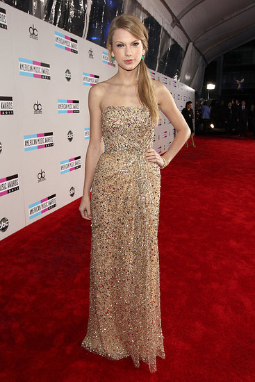 Taylor Swift posed for the cameras at the AMAs.