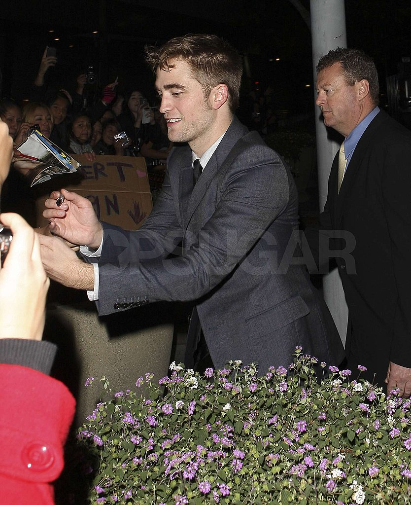 Robert Pattinson greeted his admirers.