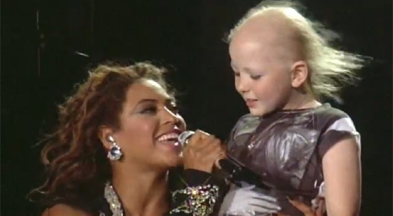 Beyoncé Knowles serenaded a sick child onstage.