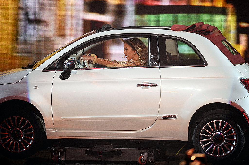 Jennifer Lopez drives a Fiat on stage.