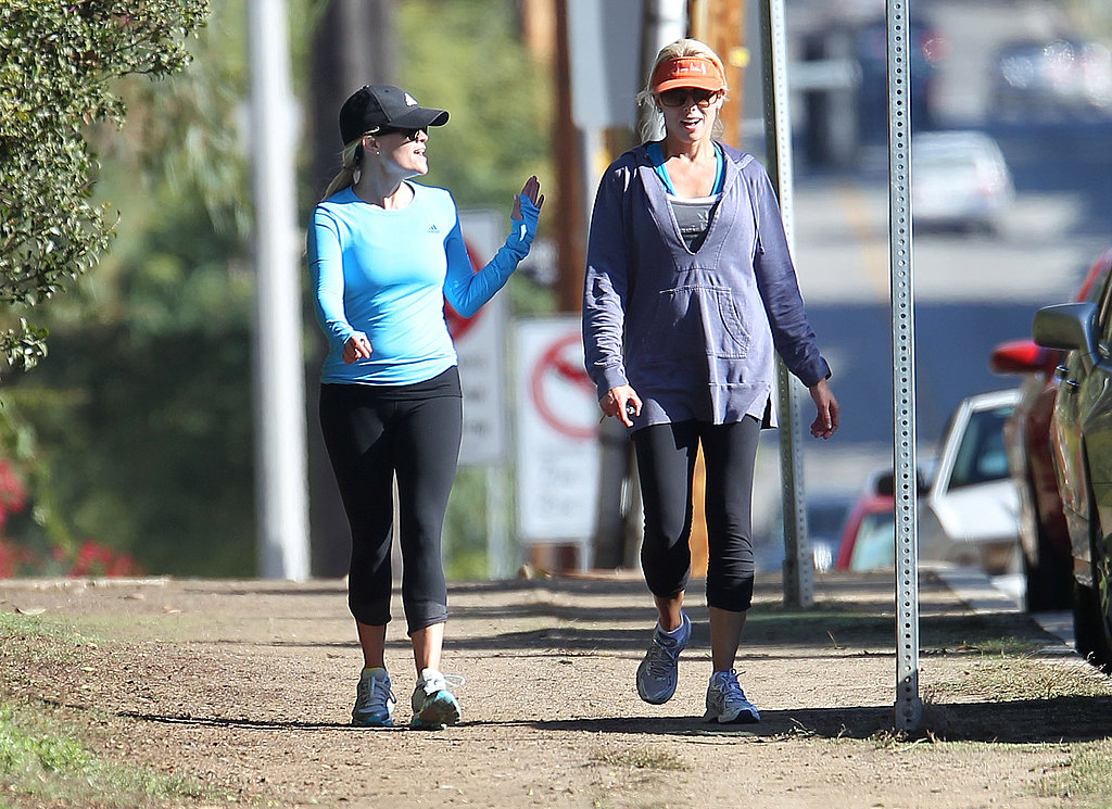 Reese Witherspoon caught up with a friend.
