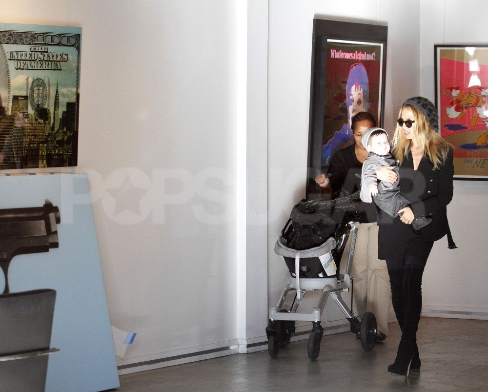Rachel Zoe carried Skyler Berman around an art gallery.