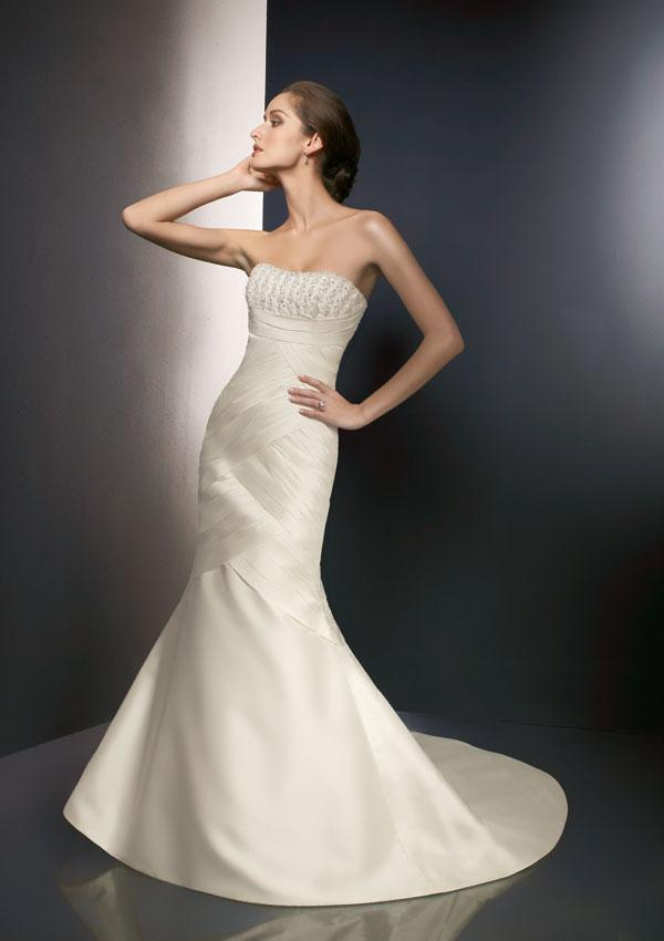 This is wedding dress photo 3410616-5
