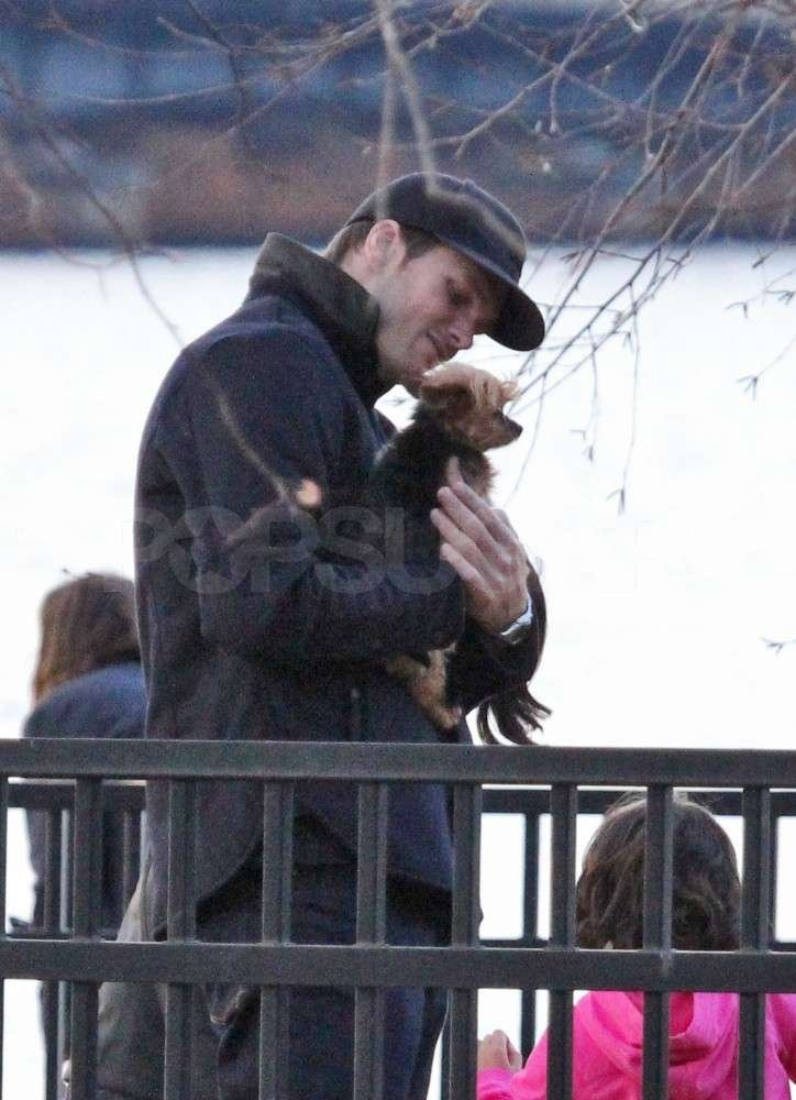 Tom held onto Gisele's pup, Vida.