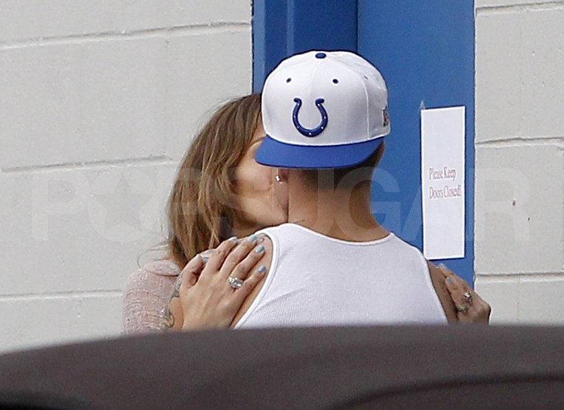 Jennifer Lopez and Casper Smart kissed in LA.