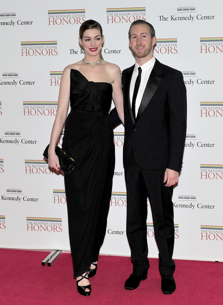 The recently engaged Anne Hathaway and Adam Shulman showed some PDA on the red carpet.