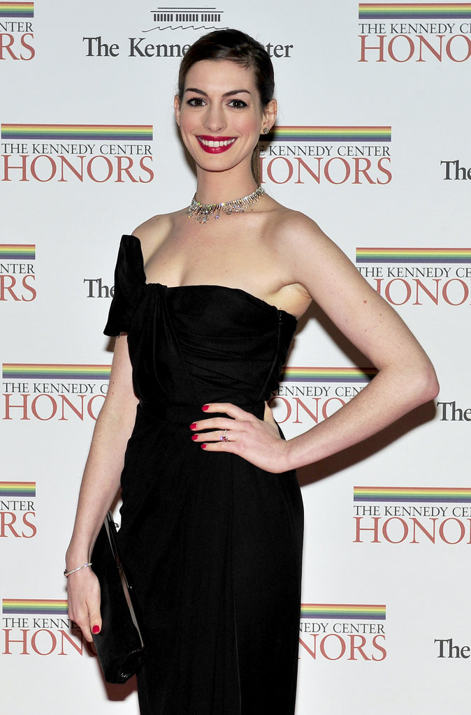 Anne Hathaway flashed a stellar smile at the Kennedy Center Honors gala in DC.