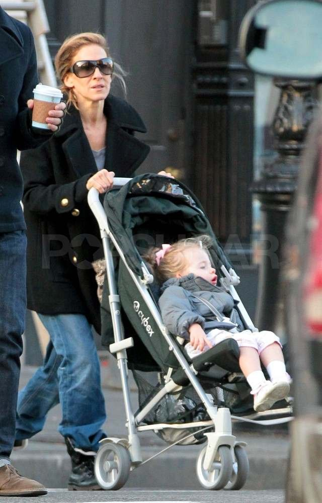Sarah Jessica Parker pushes Loretta around NYC.