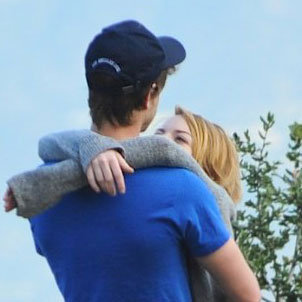 Andrew Garfield and Emma Stone Hugging Pictures LA