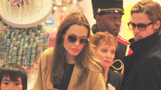 Video: See Inside Angelina and Brad's Holiday Shopping Trip With the Kids!