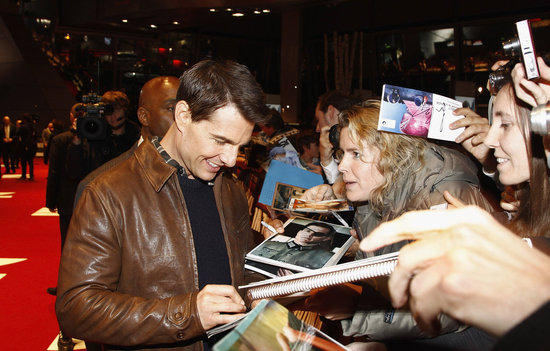 Tom Cruise signed autographs for his German fans.