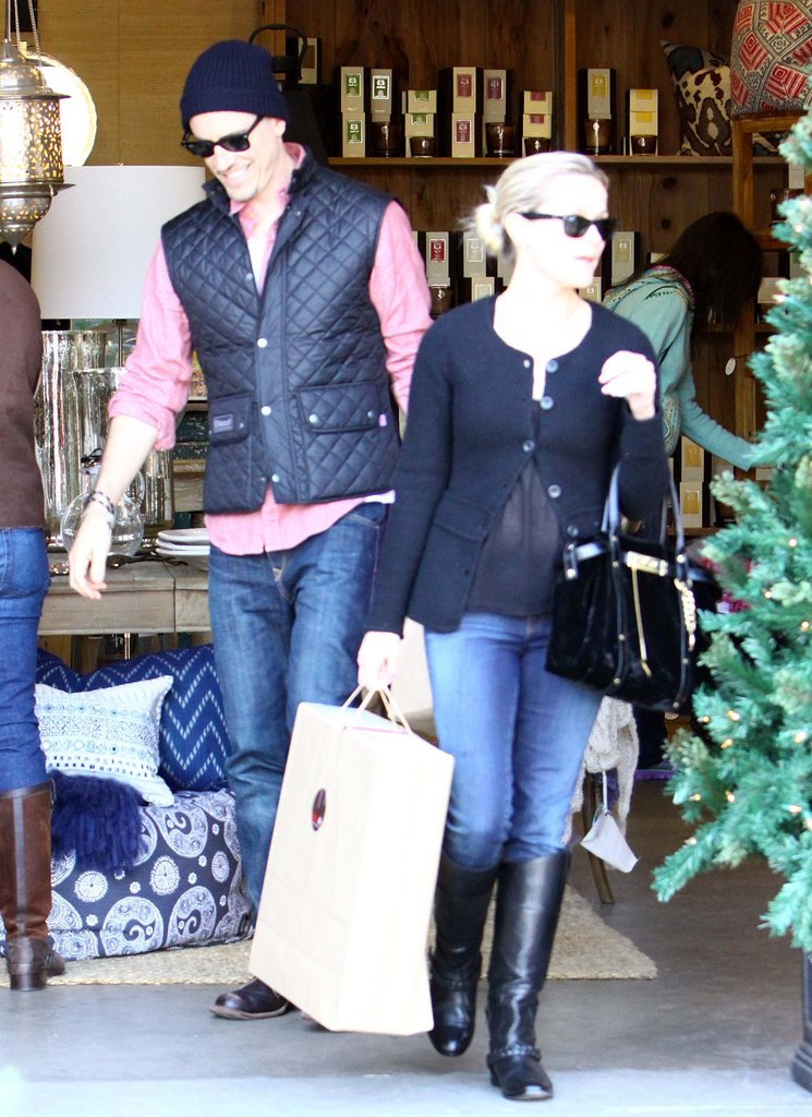 Reese and Jim went holiday shopping in LA.