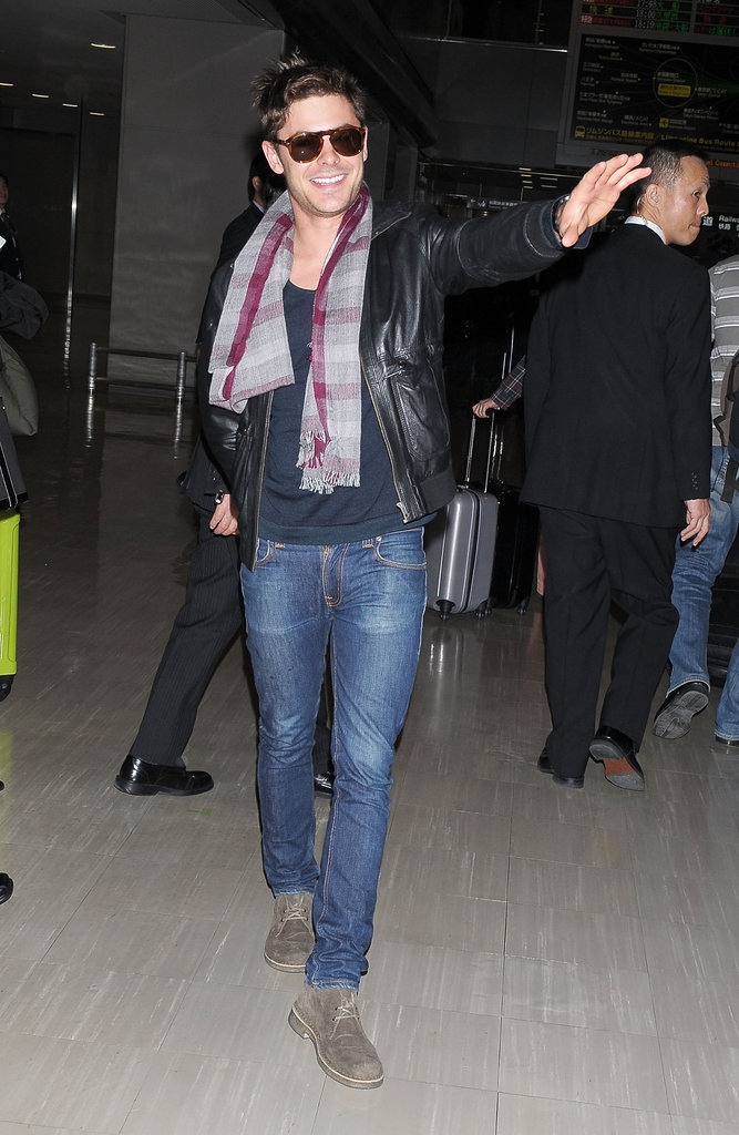 Zac Efron got a warm reception in Narita.