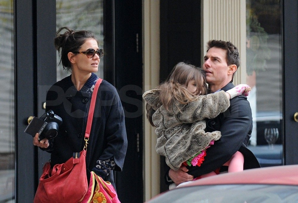 Tom gave Suri a big hug.