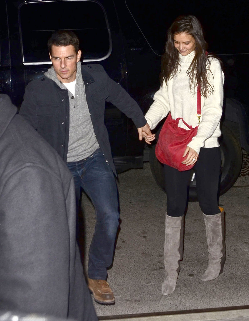 Tom and Katie held hands arriving back at their NYC apartment.