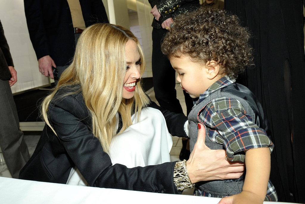 Rachel Zoe played with a boy at her fashion show.