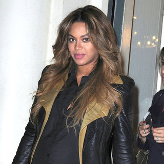 Beyonce Knowles Pregnant in Leopard Leggings Pictures
