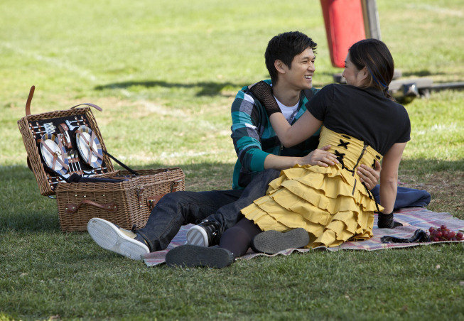 Mike and Tina have a sweet picnic on the field.  Photo courtesy of Fox