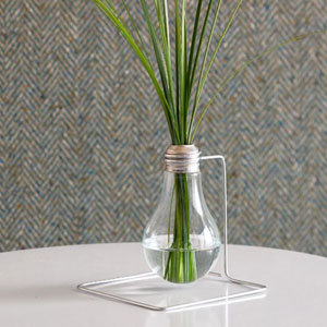 Lightbulb Vase DIY