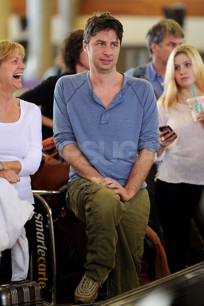Zach Braff made a neighbor laugh while waiting for his luggage.