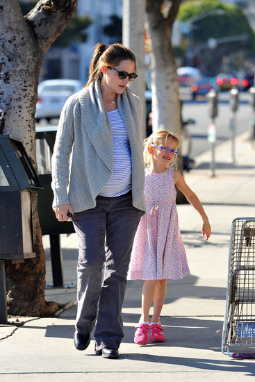 Jennifer Garner and Violet Affleck Hold Hands on a Starbucks Run