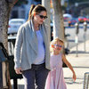 Jennifer Garner and Violet Affleck Pictures at Starbucks