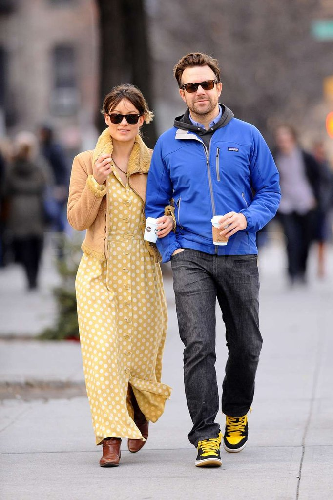 Olivia Wilde stayed close to Jason Sudeikis.