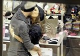 Eva and Eduardo shared a kiss during a shopping trip.