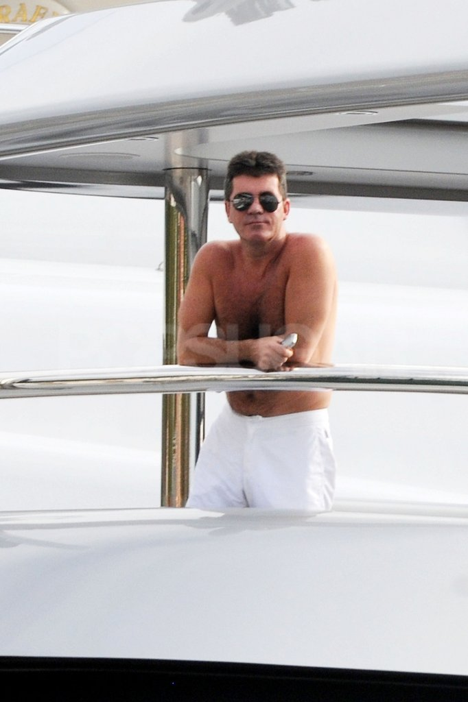 Simon Cowell had a shirtless morning on vacation.