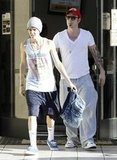 Justin Bieber leaving the gym with his dad.