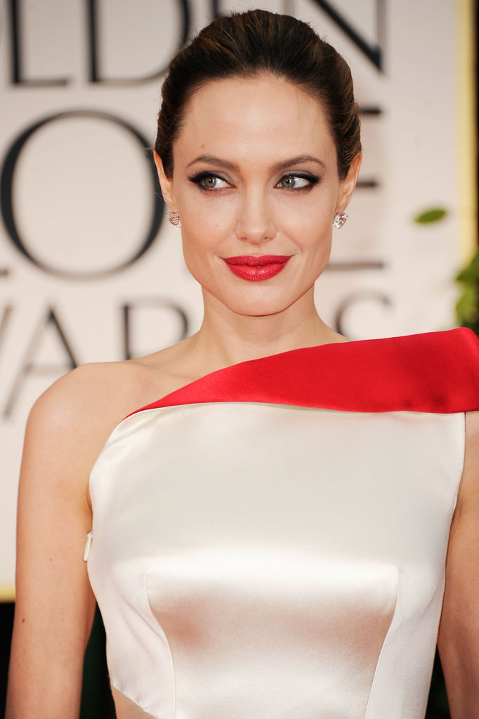 Angelina Jolie smiled on the red carpet.