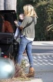 Kate Hudson carrying Bing in LA.