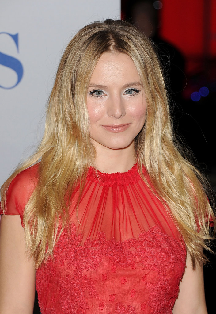 Kristen Bell wore her hair long and loose.