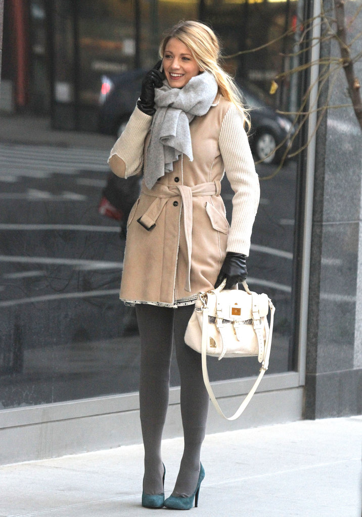 Blake Lively talked on the phone for a Gossip Girl scene.