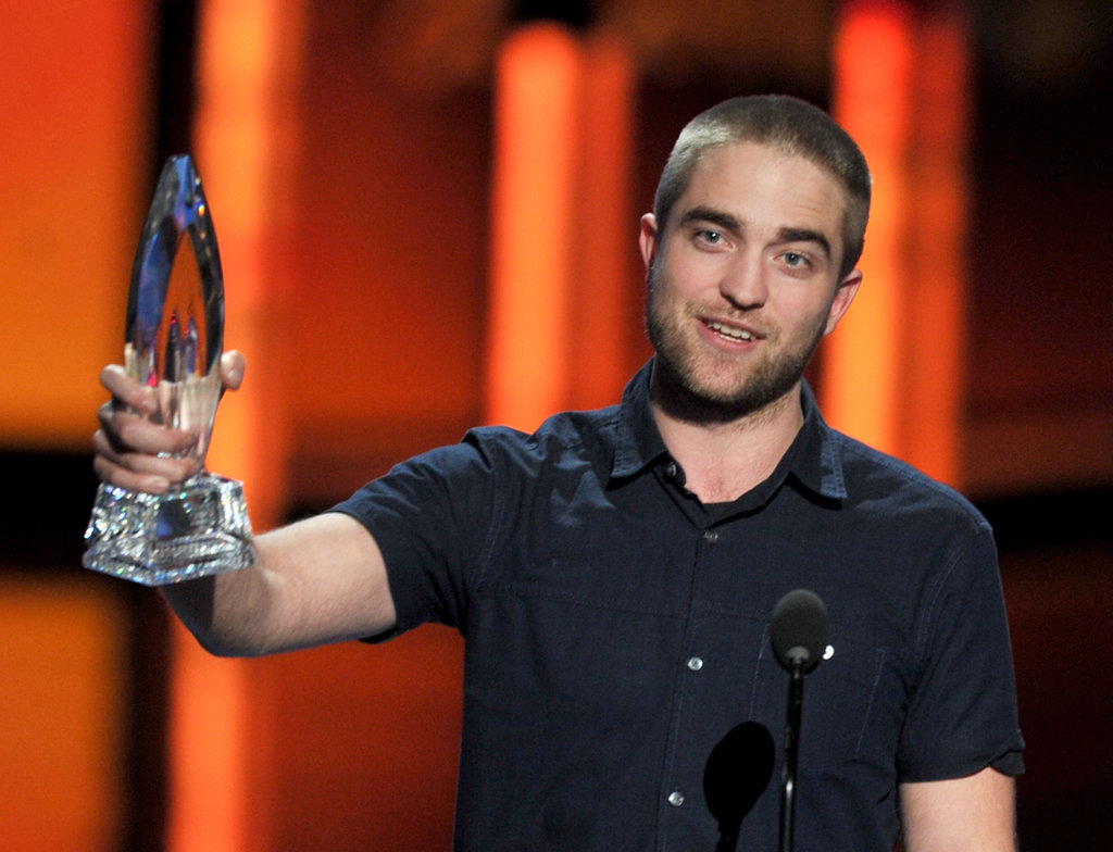Robert Pattinson thanked fans for Water For Elephants's People's Choice Award.