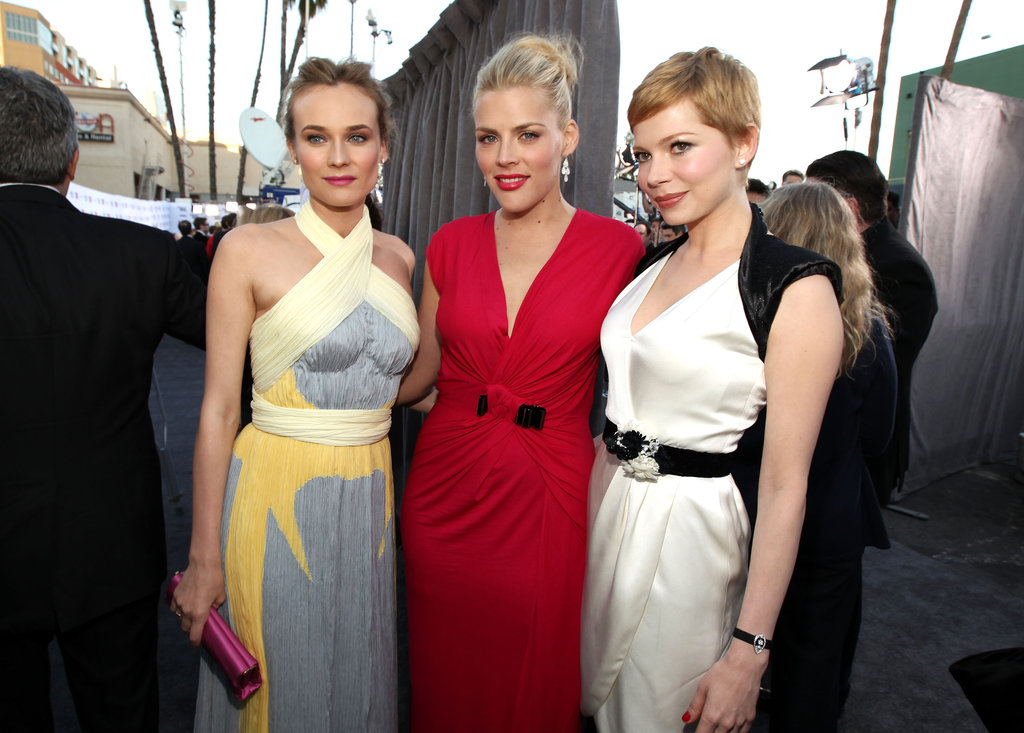 Michelle Williams hung out with her pals Busy Philipps and Diane Kruger on the grey carpet before the Critics' Choice Awards.
