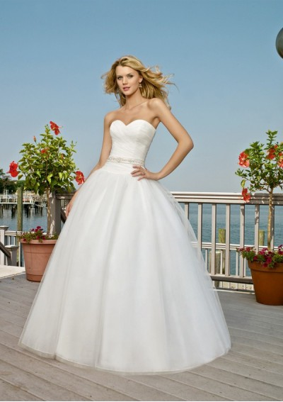 Beach Wedding on Strapless Beach Wedding Dresses