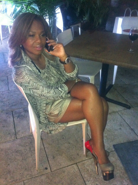- 6f7992555bd86309_Mona_Scott_Young_on_the_Phone