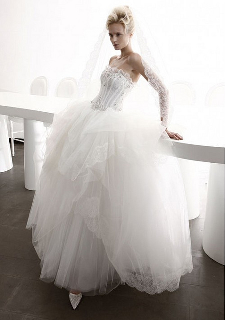 Corset wedding dresses for modern victorian brides 2013 for Victorian corset wedding dresses