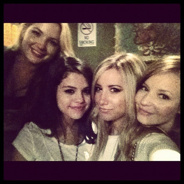 Selena Gomez and Ashley Tisdale hung out backstage after Selena's concert.  Source: Twitter User ashleytisdale