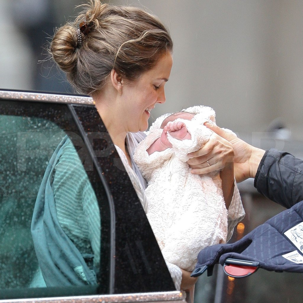 Keri Russell held her daughter Willa.