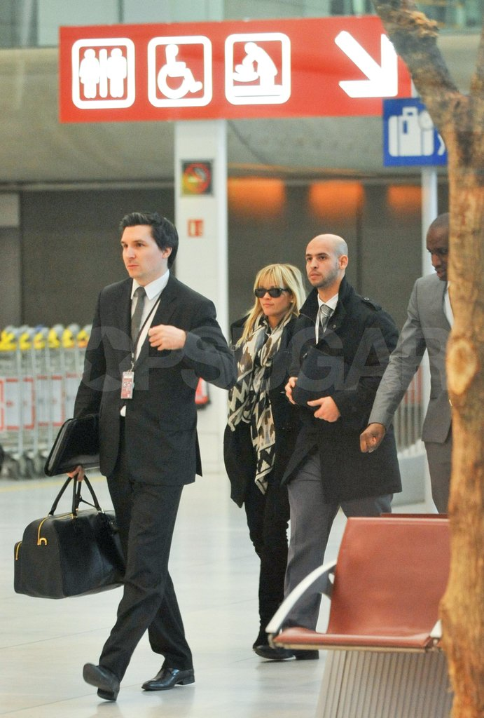 Reese Witherspoon had help with her luggage in Paris.